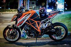 KTM 1290 Super duke R Beautiful Superbikes Duke Motorcycle, Duke Bike, Street Fighter Motorcycle, Ktm Duke, Motorcycle Design, Cbx 250, Ktm Super Duke, Mongoose Mountain Bike, Ktm Motorcycles