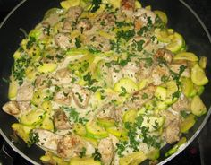 ohne kohlenhydrate für kinder Dinde tranchée à la courgette Geschnittener Truthahn mit Zucchini Low Carb Desserts, Low Carb Recipes, Diet Recipes, Healthy Recipes, Turkey Recipes, Lunch Recipes, Chicken Recipes, Diet And Nutrition, Healthy Baking
