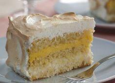 """Se você busca uma receita especial para uma ocasião importante, encontrou: esse <a href=""""/culinaria/receitas/receita-de-bolo-laranja-recheio-coco-baba-de-moca-610056.shtml"""" target=""""_blank"""">bolo de laranja com recheio de coco e baba-de-moça</a> é espetacul"""