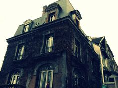 My boyfriend took this picture somewhere near the vineyard in Montmartre. Kinda scary isn't it?
