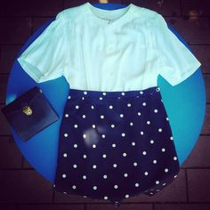 Camicia bianca 30 euro, gonna anni 60' pois blu e bianca 30 euro, borsetta vera pelle blu 25 euro!