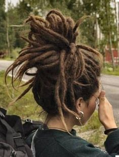 Sweet If I cut my dreads shorter I can style them like this.- Sweet ✌If I cut my dreads shorter I can style them like this. Sweet ✌If I cut my dreads shorter I can style them like this. Dreadlock Rasta, Dreadlock Styles, Dreads Styles, Hair Styles, One Dreadlock In Hair, Dread Bun, Hippie Dreads, Dreadlocks Girl, Hippie Hair