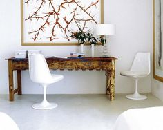Old baker table, photography by Javier Velasco, Tulip chair. The floor is resin by Polidurit. Space created by the interior designer Carmen Brujó.