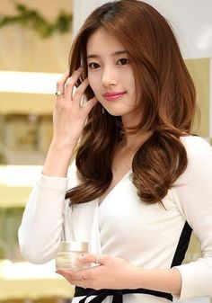 born October commonly known by her stage name Suzy, is a SouthKorean singer and actress. Korean Beauty, Asian Beauty, Miss A Suzy, The Face Shop, Bae Suzy, Asian Celebrities, My Hairstyle, Le Jolie, Beautiful Asian Women