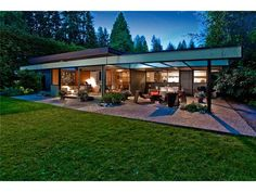 Modern Post-And-Beam Bungalow, Vancouver: crafted by Ron Thom. Wood Dale, White Beams, Garden Pavilion, Walter Gropius, Bungalow Homes, Post And Beam, Mid Century House, Mid Century Modern Design, Architecture