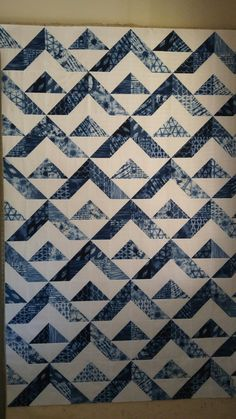 Hsts w/ shibori fabric Batik Quilts, Jellyroll Quilts, Blue Quilts, Scrappy Quilts, Easy Quilts, White Quilts, Half Square Triangle Quilts Pattern, Charm Square Quilt, Half Square Triangles