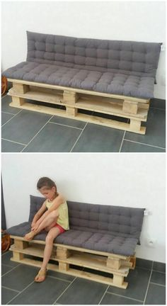 Holding up an arm free structure of the wood pallet couch, this design is showing out with a beautiful design and style that is quite a lot impressive. It is offering out a moderate back all along with the spacious berth seat where you can enjoy a comfortable relaxing sitting arrangement.