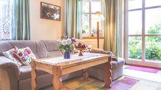 Auf die #Couch legen oder doch in den #Garten gehen? Fälle die Entscheidung einfach vor Ort :-) Komm zu uns nach #Goehren auf der #Insel #Ruegen. Gönn Dir Deinen wohlverdienten #Urlaub #reisen #ostsee #unterkunft #ferienwohnung #fewo #strandnah #garten #fewo # Dining Bench, Couch, Table, Furniture, Home Decor, Peacock, Vacation Travel, Island, Simple