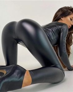 Curvy Outfits, Sexy Outfits, Girl Riding Motorcycle, Low Ankle Boots, Leggings And Heels, Beautiful Buttocks, Latex Pants, Vinyl Dress, Latex Girls