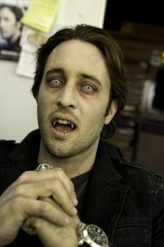 Alex O'Loughlin Moonlight vamping 12