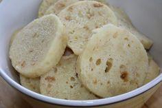 Postup: Do mísy dáme na kostky nakrájené rohlíky, přidáme mouku, ostatní suroviny a utvoříme těsto.To rozdělíme do 4 porcelánových - vymazaných... Snack Recipes, Healthy Recipes, Snacks, Healthy Food, Czech Recipes, Ethnic Recipes, Dumplings, Mashed Potatoes, Ice Cream