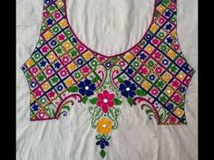 Hand Embroidery Videos, Hand Embroidery Flowers, Embroidery Works, Hand Embroidery Stitches, Border Embroidery Designs, Embroidery Suits Design, Embroidery Patterns, Kutch Work Designs, Hand Work Blouse Design