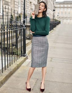 British Tweed Pencil Skirt outfit ideas for women work Womens Fashion For Work, Work Fashion, Fashion Outfits, Fashion Women, Fashion Ideas, Fashion Styles, Fashion Fashion, Fashion Trends, Trending Fashion