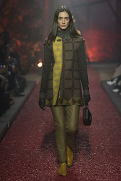 Hermès Fall 2018 Ready-to-Wear collection, runway looks, beauty, models, and reviews.