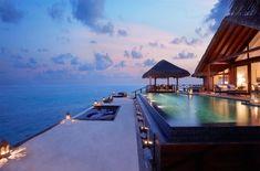 En algún lugar cercano a esta piscina. | 30 Lugares en los que preferirías estar sentado en este momento