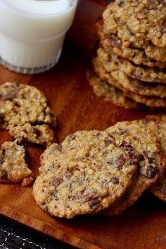 Älyn hyvät suklaakeksit (Clintonin suklaakeksit, versio II) - Suklaapossu Biscuit Cookies, Biscuit Recipe, No Bake Cookies, Baking Cookies, Dessert Decoration, Pastry Cake, Dessert Recipes, Desserts, Sweet Recipes