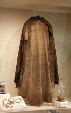 Tunique et manteau de Ste Claire conservés à Assise
