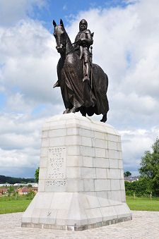 The statue of Robert the Bruce marks the spot where the Battle of Bannockburn took place on 23/24 June 1314.  This monument is located on the southern edge of Stirling, Scotland at the Battle of Bannockburn Visitors's Center run by the National Trust for Scotland.