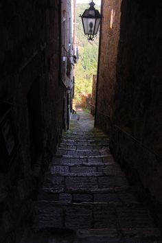 Střípky z Apeninského poloostrova, 3. část. Uličky v Pitiglianu, http://www.styl-zivota.cz/cestovani/stripky-z-apeninskeho-poloostrova-3-cast,  foto: © Richard Spitzer