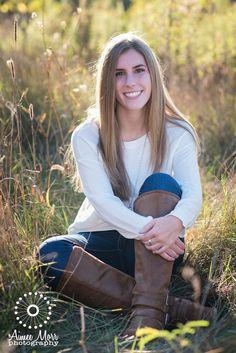 Senior pictures for girls | Michigan senior photography | Outdoor senior photos | fall picture ideas