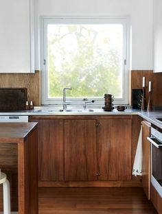 A quick scan of Instagram, designers' portfolios and big box store catalogs suggests that brown in the kitchen may be back. Here are 8 brown kitchens that are definitely not dated, dark or depressing.