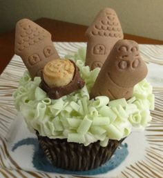 moomin cupcake---holy crap!  I didn't know anyone else remembers the moomins.