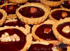 Recept Košíčky s čokoládou a oříškem Crepes, Biscotti, Christmas Cookies, Cheesecake, Muffin, Food And Drink, Pie, Chocolate, Breakfast