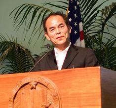 Nobel de physique 2014. Shuji Nakamura , est un scientifique américain d'origine japonaise1 né le 22 mai 1954 à Ikata dans la préfecture d'Ehime, co-lauréat du prix Nobel de physique 2014 avec Isamu Akasaki et Hiroshi Amano, pour l'invention de diodes électroluminescentes bleues efficaces. Il a aussi reçu le prix Millennium Technology en 2006.
