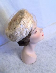 1960s Vintage Off White Cellophane Straw Pillbox Hat with