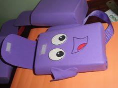 Olá Amigas (os)    Devido a grande procura dos moldes do convite e da mochila da Dora Aventureira resolvi desmanchar uma mochila para tirar ...