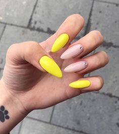 Selena Gomez - Pretty Girls Yellow Toe Nails, Yellow Nails Design, Nail Inspo, Stiletto Nails, Nude Nails, Nail Manicure, Acrylic Nails, Art Designs, Cool Nail Designs