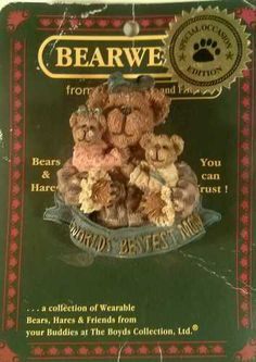 """BOYDS BEARS & HARES BEARWEAR PIN """"WORLD'S BESTEST MOM"""" #82528 YEAR 2000 $6.50 Free Ship!"""