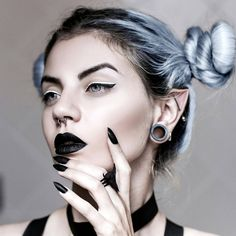 Don't let anyone cramp your elf-witch vibes!  Rock your own 'Bison Skull and Bones' #ring here ➕//SHOP: therogueandthewolf.com➕