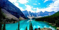 Envole toi vers les hauteurs du Parc national de Banff au Canada, entre déserts de glace, montagnes rocheuses et forêts verdoyantes.
