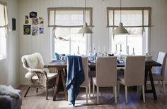 Ginin jedálenský stôl s kombináciou stoličiek a lavice, aby sa zaň zmestilo viac ľudí