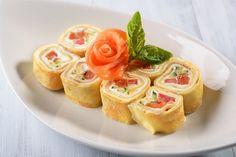 Малосолёная красная рыба и сливочный сыр – беспроигрышное сочетание вкусов. Отличная закуска для фуршетного стола. Тает во рту и улетает мгновенно.