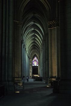 Reims Cathedral - pristine and orderly. the requirement for the soul Church Architecture, Beautiful Architecture, Beautiful Buildings, Architecture Details, Reims Cathedral, Cathedral Church, Renaissance, Temple, Amiens