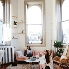 When you realize that chilling at home is underrated - 📸: @treasureandtravels #homedecor #homegoals #instahome #instadecor #furniture #usedfurniture #livingroom #weekend #interiordesign #nyclife #nyc #washingtondc