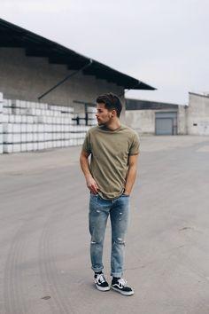 Kevin Elezaj - Vans Sneakers, Levi's® Jeans, Noa Amsterdam T Shirt - March 23 Vans Sneakers, Sneakers Fashion, Sneakers Sale, Nike Shoes, Vans Outfit Men, Vans Style, Mens Trends, Mens Fashion, Man Style