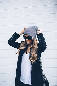 In need of a casual outfit you can toss on and then head out the door in a hurry? Here are a few very easy, but still stylish black & white outfit ideas. Teen Fashion Outfits, Mode Outfits, Look Fashion, Fashion Beauty, Fashion Coat, Fall Fashion, Street Fashion, Elegance Fashion, Fashion Dresses