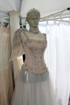 Denise's Dress Form for this Show - An Assembled Angel  We just got home from another wonderful two day Vintage Marketplace in beau. Mannequin Art, Dress Form Mannequin, Vintage Mannequin, Vintage Dresses, Vintage Outfits, Vintage Fashion, Vintage Clothing, Floral Dresses, Queen