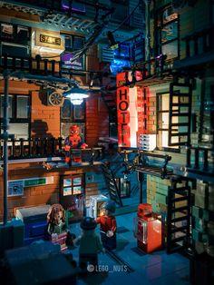 Something is happening. Lego Spiderman, Lego Marvel, Legos, Halo Lego Sets, Lego Wallpaper, Cyberpunk, Lego Pictures, Amazing Lego Creations, Lego Modular