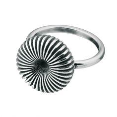 Kalevala Koru / Kalevala Jewelry / Pyörre-sormus / SWIRL RING / Designer: Vesa…