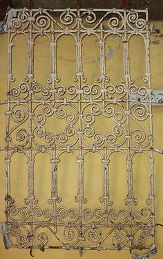 Grille fenetre ancien fer forg d coration maroc antique for Fenetre en fer forge