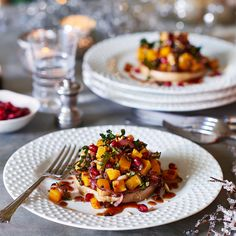 A vegetarian salad rich in Christmas colours and fruity flavours. Vegetarian Christmas Recipes, Vegetarian Main Dishes, Vegetarian Recipes, Vegetarian Salad, Winter Salad Recipes, Kale Recipes, Leftovers Recipes, Dinner Recipes, Cottage Meals
