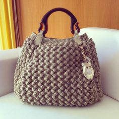 Discover thousands of images about Stylish crochet bag Crochet Handbags, Crochet Purses, Crochet Bags, Diy Sac, Bead Embroidery Jewelry, Fabric Bags, Summer Bags, Cute Bags, Knitted Bags