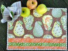Quilted Place Mats and Cloth Napkins via Craftsy