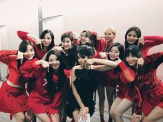 TWICE and Camila Cabello met in Japan!On February TWICE shared a friendly snapshot taken with the famous Cuban American artist, who's been taking o… Nayeon, Kpop Girl Groups, Korean Girl Groups, Kpop Girls, Wonwoo, K Pop, Twice Band, Famous Cubans, Divas