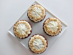 〓 簡単♪キャロットケーキ アメリカ 〓 | 猫 と 買い物 と DME - 楽天ブログ  鉄板レシピの キャロットケーキ焼きました  にんじんは あら目の つぶつぶが残るぐらいが好き  キャロットケーキは 混ぜて焼くだけなので  本当に簡単に 美味しくできちゃうのです   今回使っている型は シカゴメタリックの ミニアップルパイ用    キャロットケーキ carrot cake 簡単レシピ 美味しいアメリカ Garlic, Muffin, Vegetables, Breakfast, Sweet, Kitchen, Food, Morning Coffee, Cooking