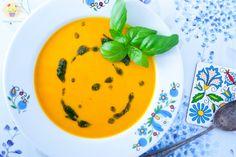 Krem z dyni z pesto pietruszkowym - DusiowaKuchnia.pl Thai Red Curry, Pesto, Tableware, Ethnic Recipes, Food, Vegetarian, Clean Foods, Vegan, Dinnerware